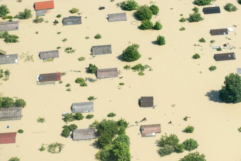 Das schwere Hochwasser rund um Deggendorf im Jahr 2013 verursachte hohe Schäden. (Archivbild)