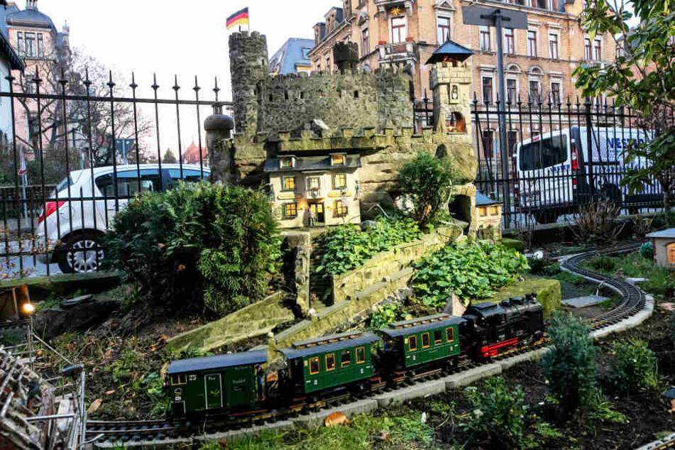 """Die Burg """"Schreckenstein"""" ist einer der Hingucker auf der Rundstrecke."""