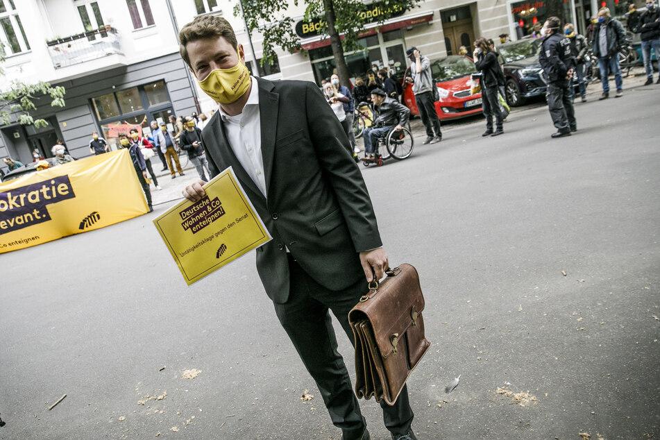"""Laut dem Prozessbevollmächtigten der Bürgerinitiative """"Deutsche Wohnen & Co. enteignen"""", Sebastian Schneider sollen die Unternehmen mit Schuldverschreibungen entschädigt werden."""