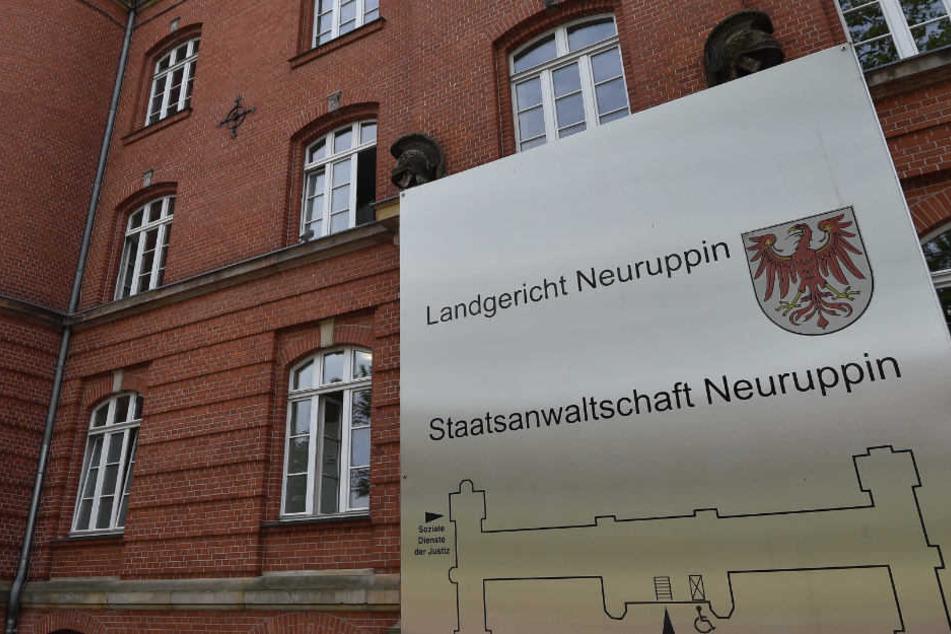 Das Landgericht Neuruppin verurteilte den 29-Jährigen zu viereinhalb Jahre Haft.