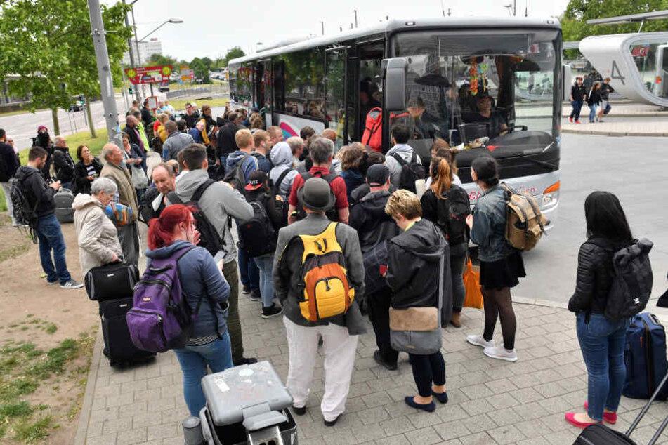 Den Pendlern stehen Ersatzbusse zur Verfügung.