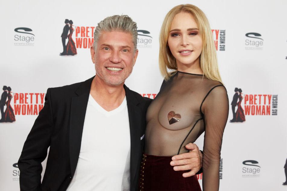 """Thomas Behrend und Theresia Fischer kamen gemeinsam zur Premiere des Musicals """"Pretty Woman"""" in Hamburg."""