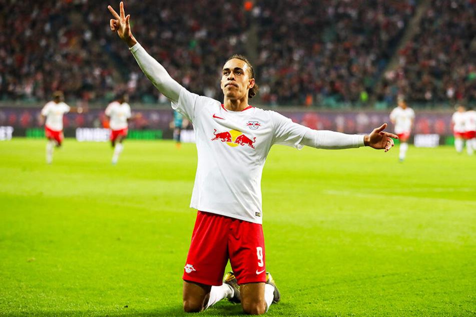 Drei Finger für drei Tore: RB-Stürmer Yussuf Poulsen schoss Hertha BSC fast schon im Alleingang ab.