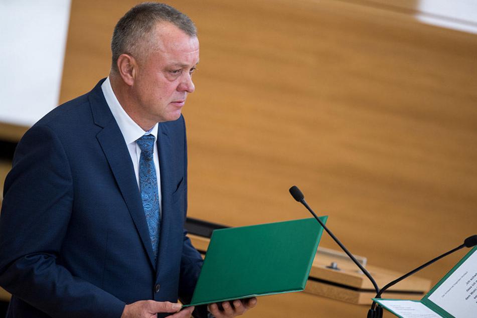Kultusminister Frank Haubitz (59, parteilos) bekommt heftigen Gegenwind. Gestern hatte er seinen ersten Auftritt im Landtag.