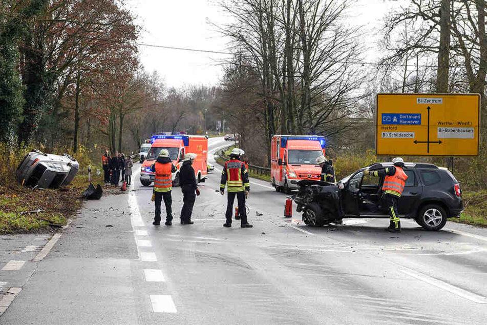 Die Jöllenbecker Straße musste zeitweise in beide Richtungen gesperrt werden.