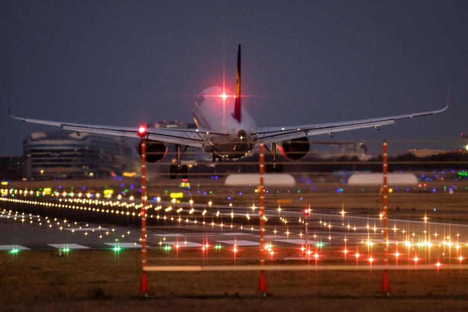 Ingesamt 64 Maschinen starteten und landeten noch nach 23 Uhr. (Symbolbild)
