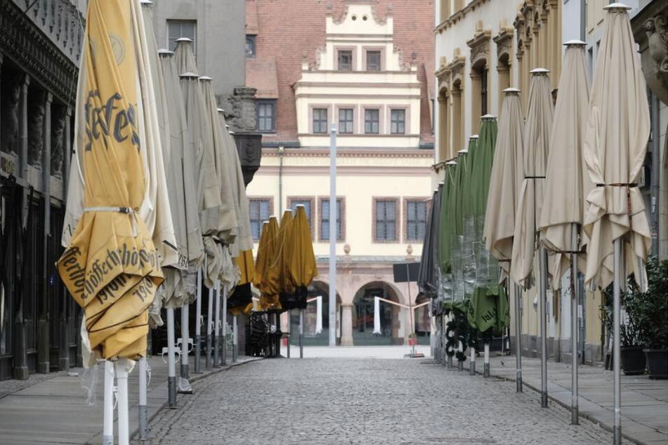 Zwar bleiben die Öffnungsmöglichkeiten für Handel, Museen und Co., gleichzeitig gelten ab Mittwoch wieder Ausgangsbeschränkungen in Leipzig. Ohne triftigen Grund ist das Verlassen der eigenen Wohnung untersagt.