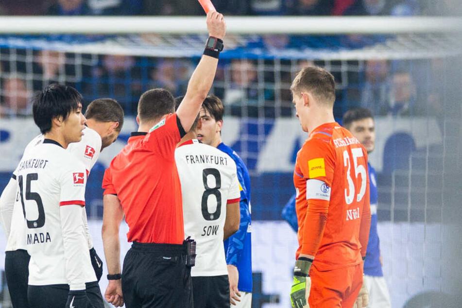 Sah von Schiedsrichter Felix Zwayer den roten Karton: Alexander Nübel.