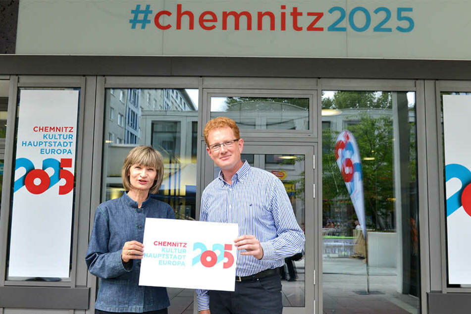Chemnitz steckt allein 1,2 Millionen Euro in die Bewerbung: Oberbürgermeisterin Barbara Ludwig (56) und Kulturbetriebsleiter Ferenc Csák (42).