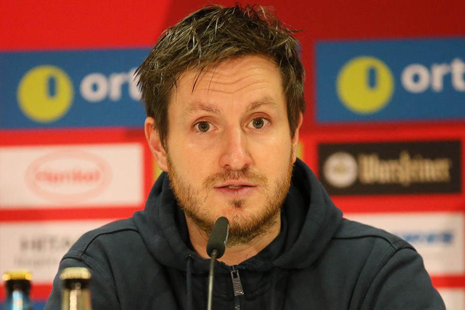 Aue-Coach Hannes Drews bei der PK nach dem Düsseldorf-Spiel.