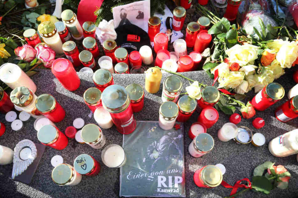 Tiefe Trauer in Augsburg: Zahlreiche Menschen bekundeten nach der Tat ihr Beileid.
