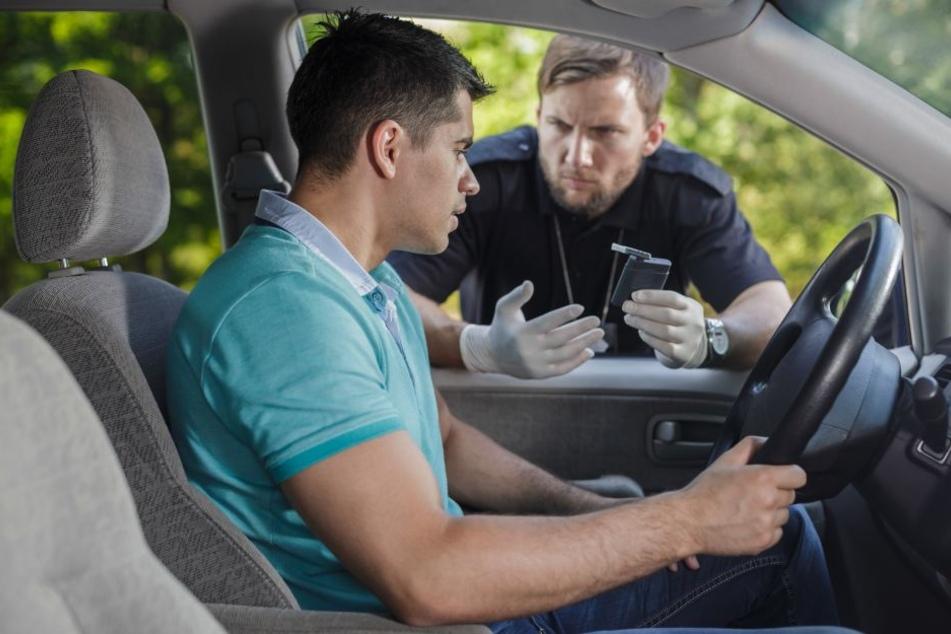Der Mann hatte keinen gültigen Führerschein und wohl Drogen zu sich genommen.(Symbolbild)