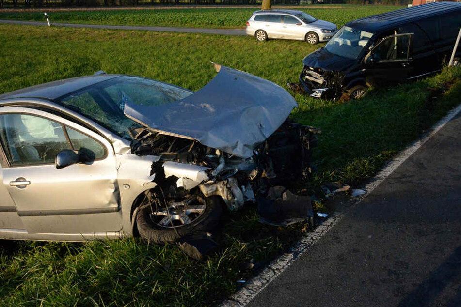 Beide Wagen war nach dem Crash nur noch Schrott.