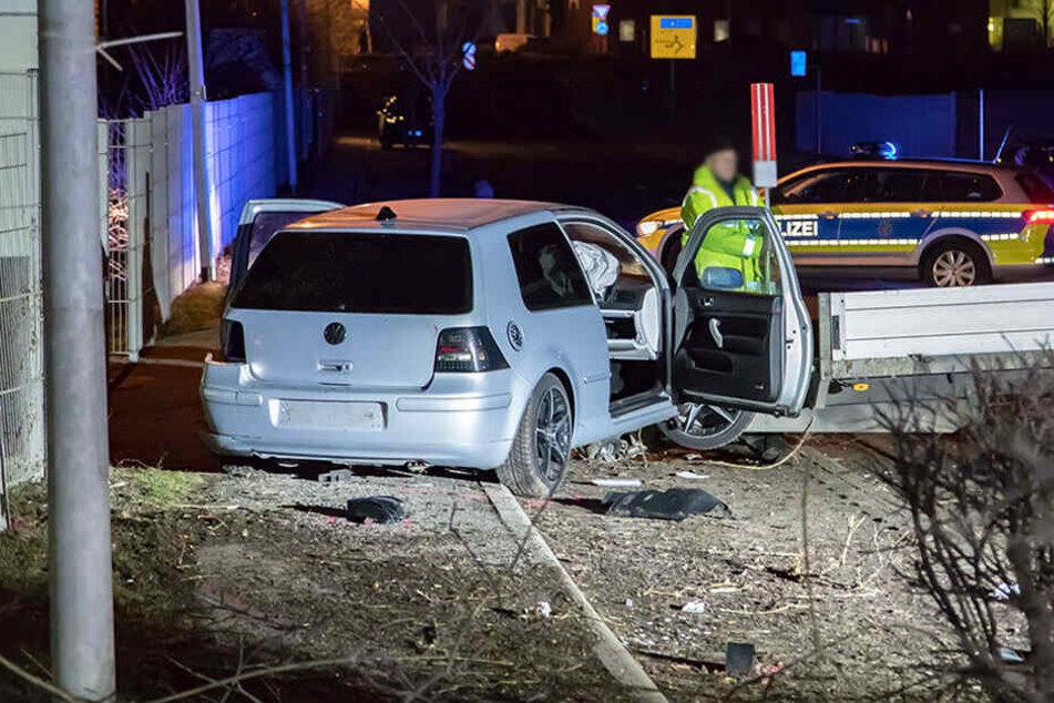 Auf der Flucht! Polizei sucht VW-Fahrer nach heftigem Crash in Crimmitschau
