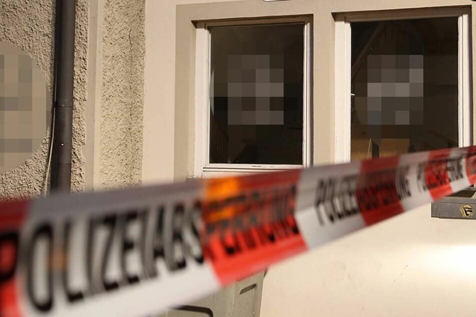 Die Unbekannten beschmierten das Mehrfamilienhaus in Eilenburg gleich an mehreren Stellen. (Symbolbild)