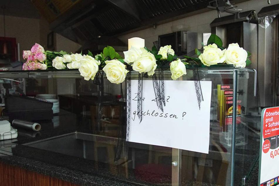 Blumen im Dönerladen: Eine ganze Stadt trauert um die tote sechsköpfige Familie
