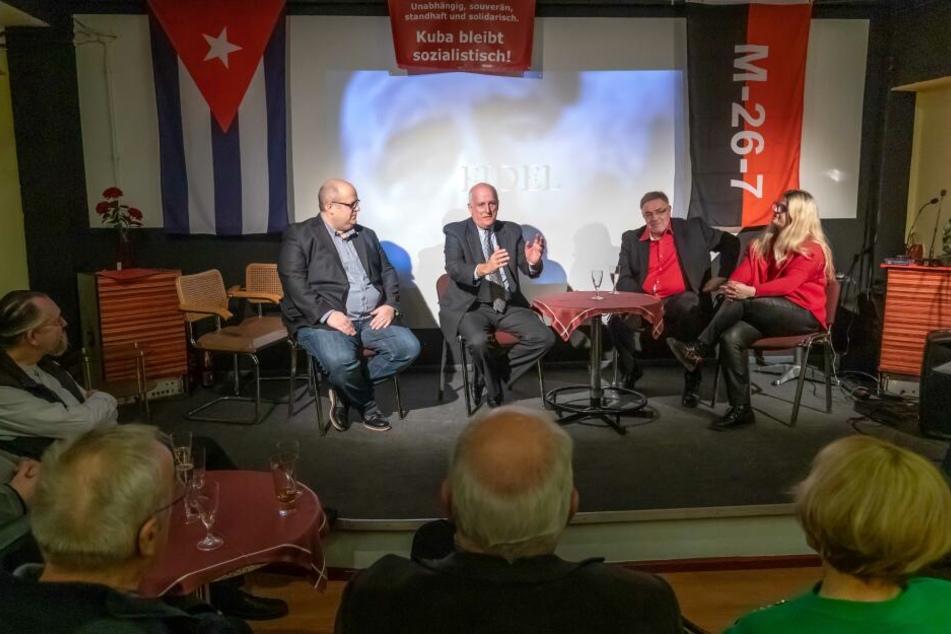 """Karibisches Flair: Kubas Botschafter Ripoll (2.v.l.) war zu Gast bei den Linken im Chemnitzer """"Rothaus""""."""