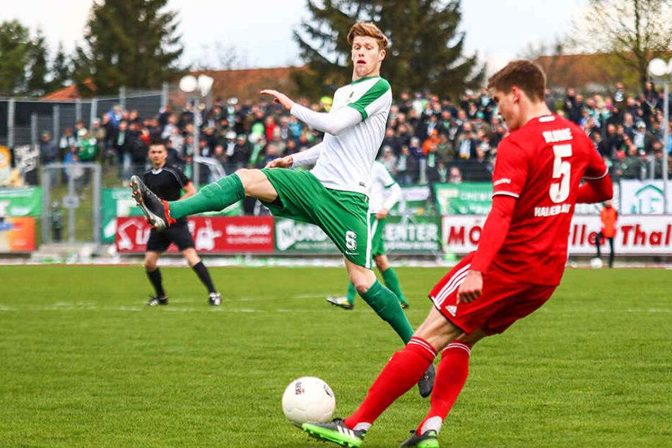 Mittelfeldspieler Alexander Bury (Mitte), hier im Spiel gegen Halberstadt, fehlt der BSG voraussichtlich zwei Monate.