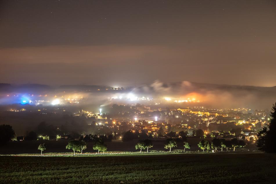 Es wird Herbst: Nebelfelder ziehen über das Erzgebirge bei Zwönitz.