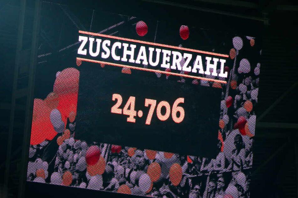 Zuschauertief! Gegen Arminia Bielefeld kamen mit 24.706 so wenig Fans ins Stadion wie die ganze Saison noch nicht.