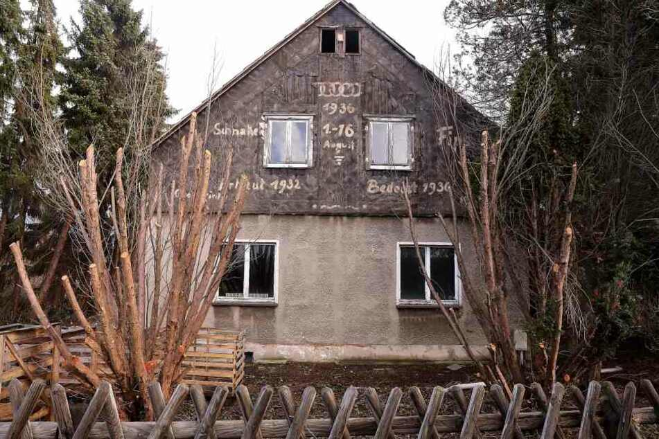 Dresden: Eigentümerin reagiert: Nazi-Schmierereien auf Wohnhaus entfernt