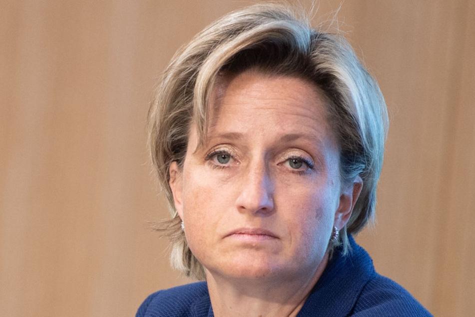 Skiunfall! Wirtschaftsministerin fällt aus