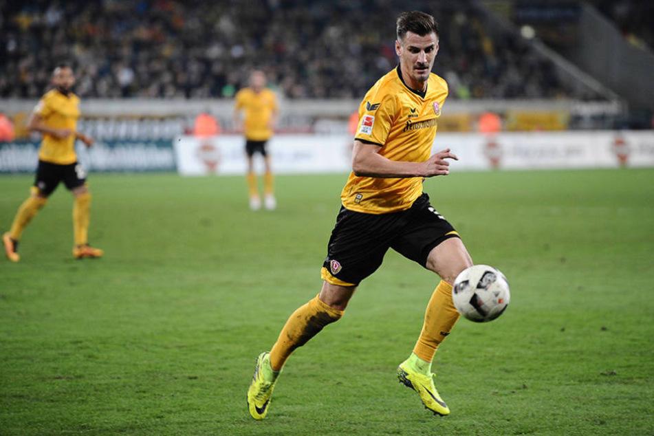 Für einen guten Zweck versteigert Dynamo-Spieler Stefan Kutschke jetzt seine Schuhe.