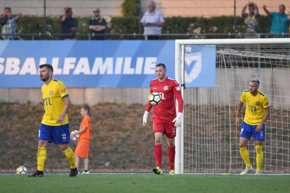 Betrübte Mine bei Lok: Die Leipziger verloren ihr zweites Saisonspiel am Freitagabend mit 1:4 bei Viktoria Berlin.