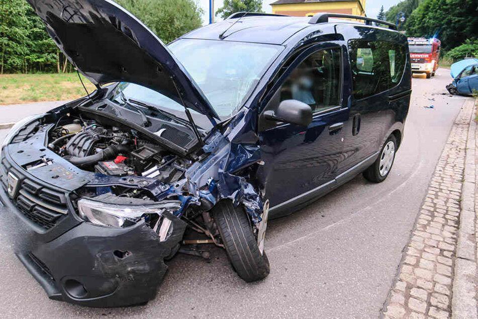 Der Dacia krachte mit einem Opel zusammen.