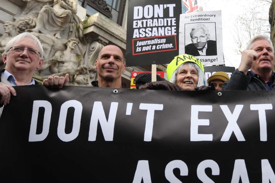 Promis demonstrieren für Freilassung des WikiLeaks-Gründers Assange