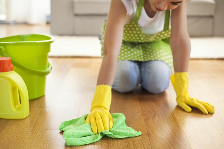 Mit Dettol putzt die Mutter nicht nur den Boden (Symbolbild)