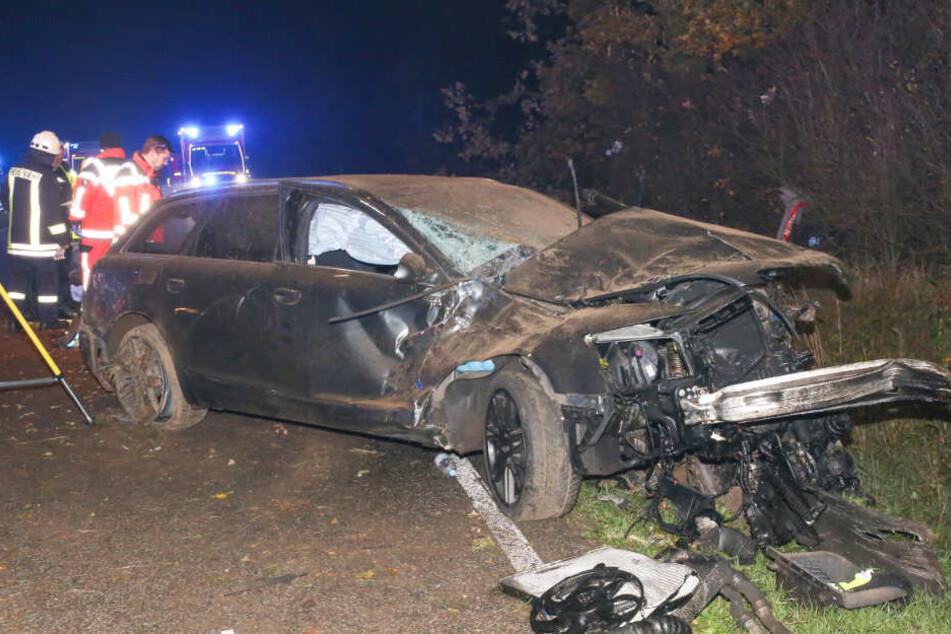 Der junge Mann prallte mit seinem Auto gegen einen Baum und starb.