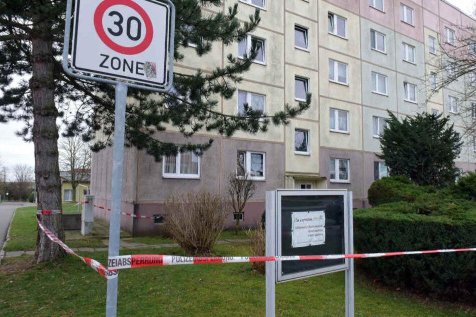 Der Wohnblock in der Straße der Deutschen Einheit ist derzeit gesperrt. Die Mieter sind bei Verwandten und Bekannten untergebracht.