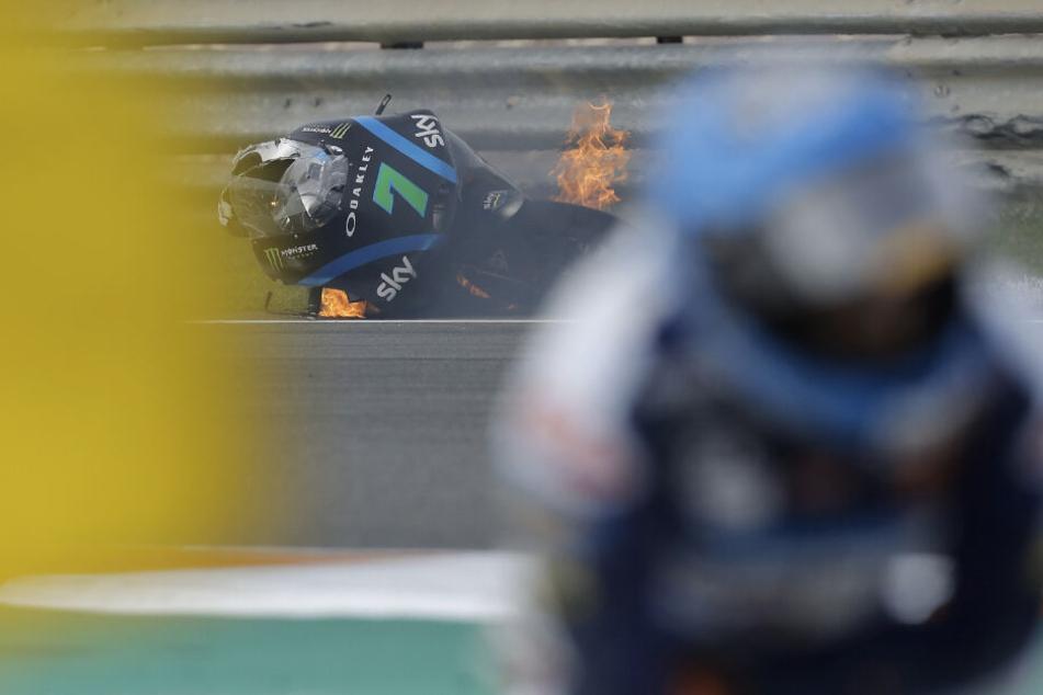 Das Motorrad des italienischen Moto3-Fahrers Dennis Foggia vom Team Sky Racing VR46 fing Feuer.