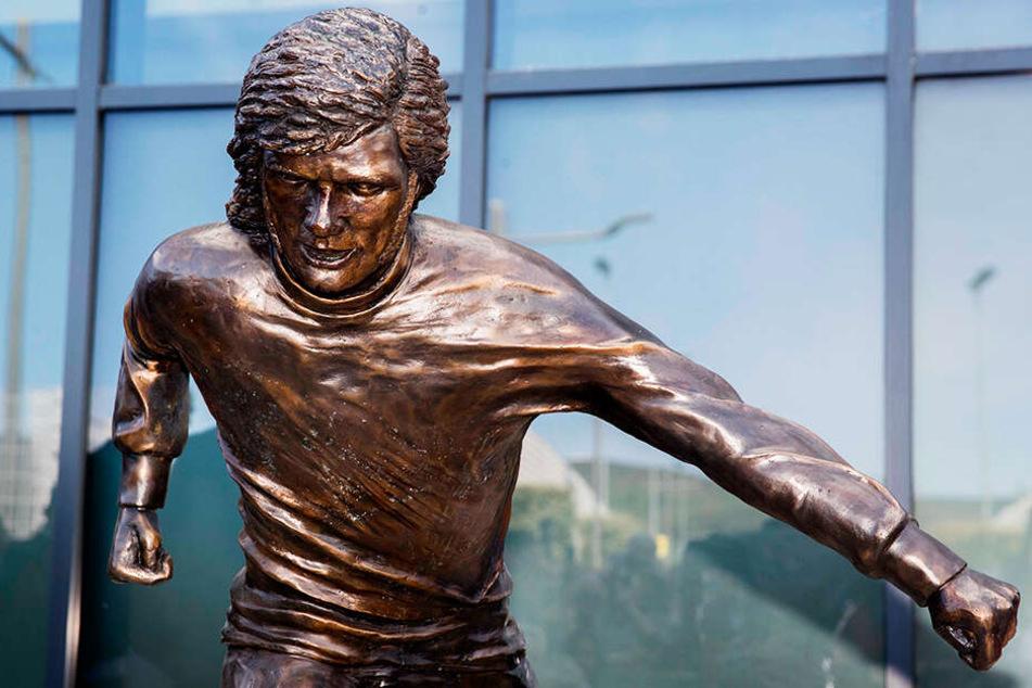 Die Statue von George Best in ihrer ganzen Pracht.