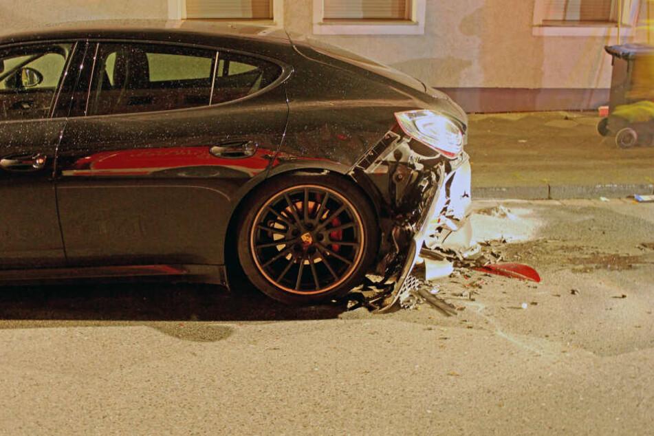Der Porsche Panamera wurde bei dem Unfall schwer beschädigt.