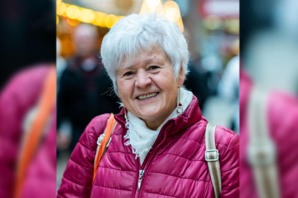 Maria Müller (69) freut sich, dass Chemnitz eine Runde weiter ist.