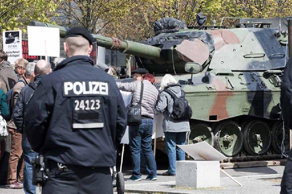 Warum steht denn hier ein Panzer vor dem Reichstag?
