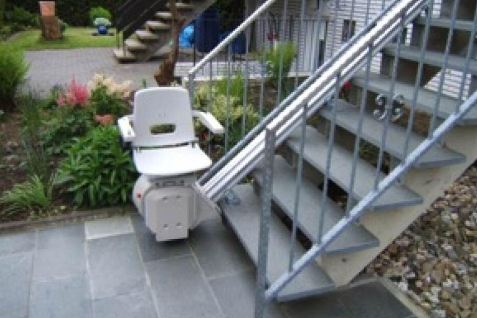 Außenlifte sind besonders im Winter bei glatten Treppen von Vorteil.