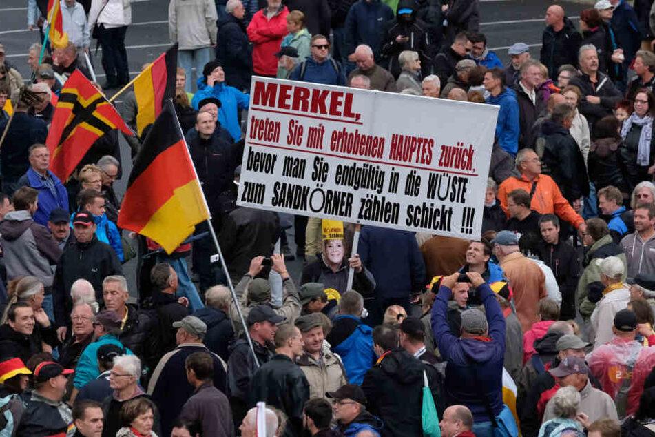 Nach den Pöbeleien der Einheitsfeier hat Dresdens Ruf fast nur im Westen gelitten.
