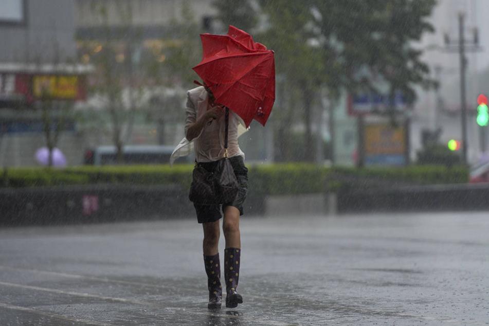 Am Wochenende muss man mit Schauern und Gewitter rechnen. Regenschirm nicht vergessen!