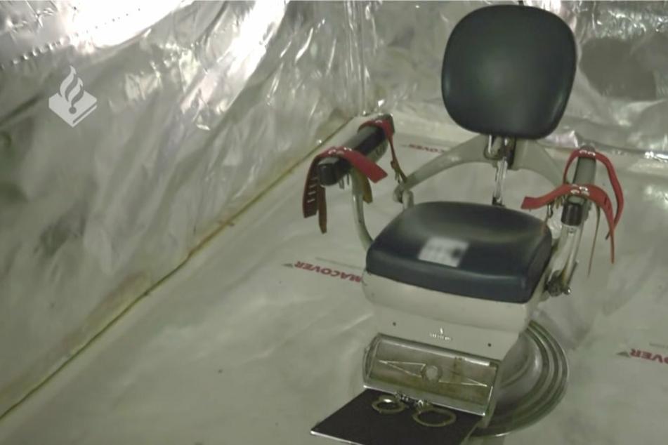 Polizei entdeckt Folterkammer und isolierte Zellen einer kriminellen Bande