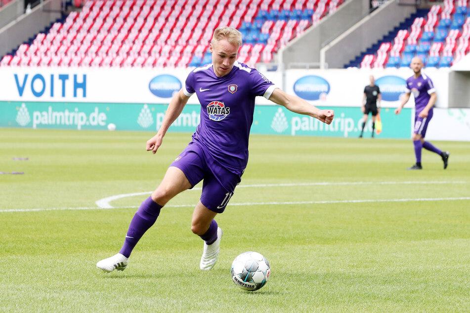 Der 21-jährige Florian Krüger geht auch nächste Saison für die Lila-Weißen auf Torejagd.