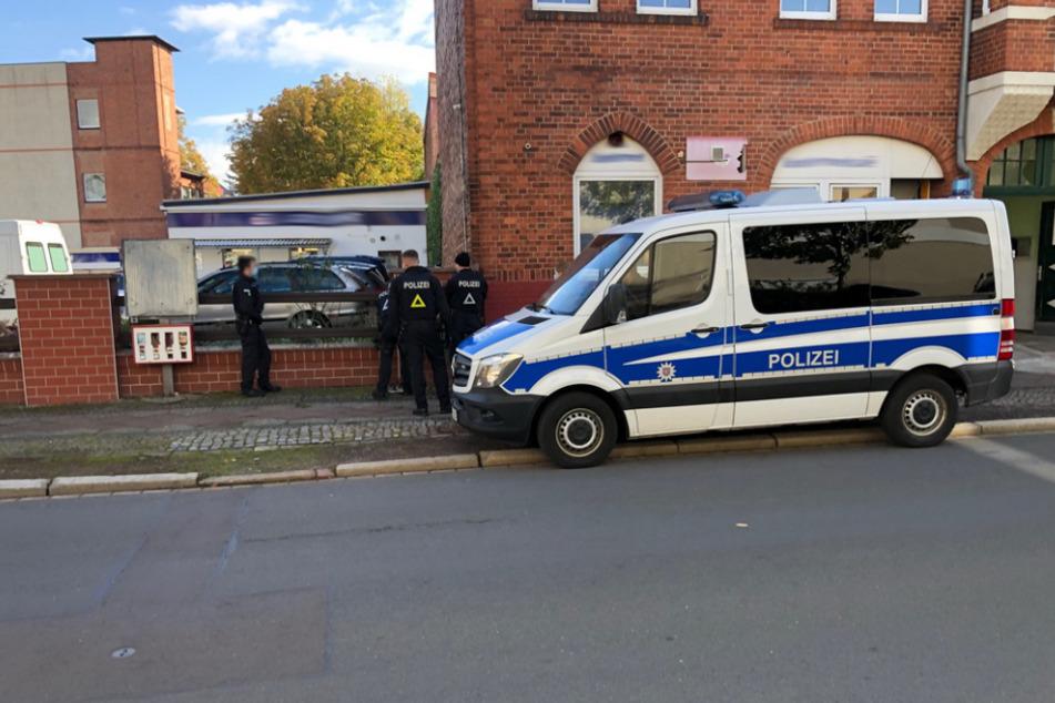 Die Polizei durchsuchte die Wohnung eines 44-Jährigen und fand dabei die gefährlichen Gegenstände.