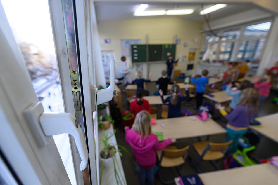 Nach dem Lockdown öffneten am Montag die Grundschulen und Kitas in Sachsen im eingeschränkten Regelbetrieb.