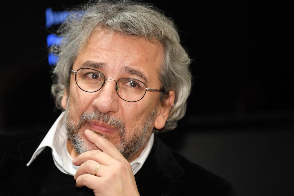 Can Dündar lebt im Exil in Deutschland. Seine Anwälte kündigten Berufung gegen das Urteil an.
