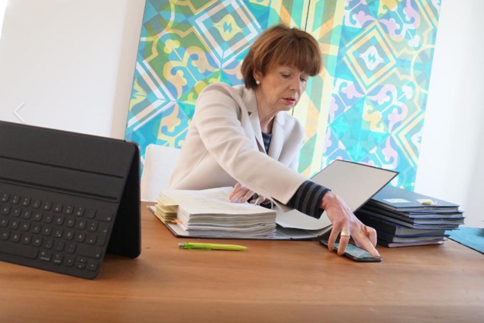 Kölns Oberbürgermeisterin Henriette Reker in Quarantäne: Botschaft aus dem Home-Office