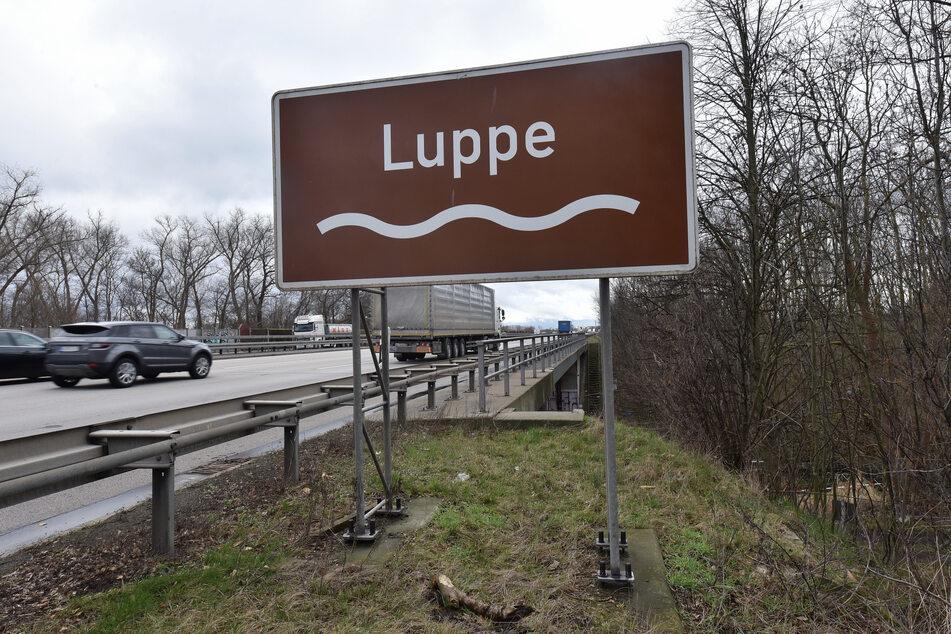 Die Autobahn 9 an der brisanten Stelle - der Verkehr soll während der Munitionsbergung weiter fließen.