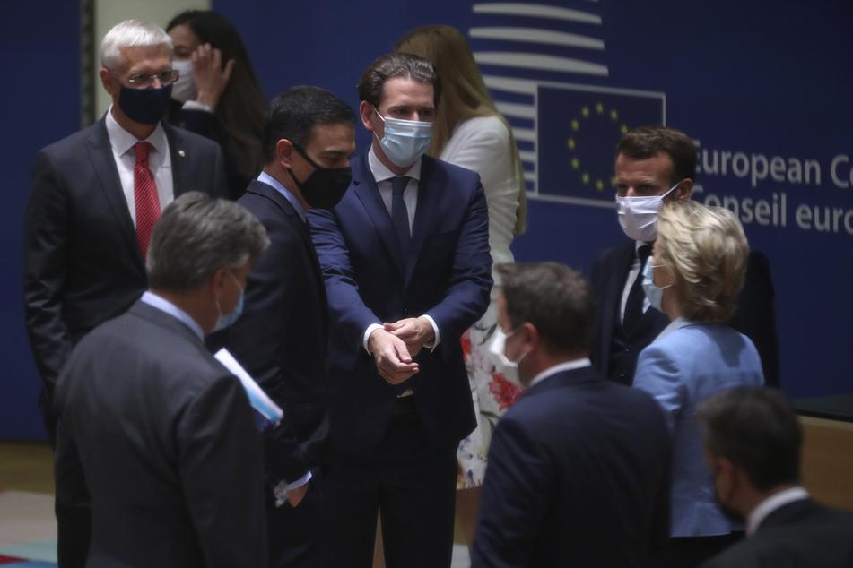 Beim EU-Sondergipfel trugen die Premierminister der EU-Staaten natürlich auch Schutzmasken.