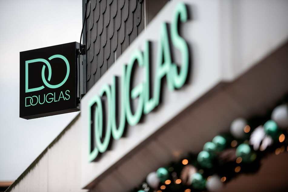 Douglas plant Filialschließungen in Deutschland und Europa, Schuld ist der Online-Handel